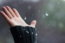 hand,snow,winter,inspiration,photography,-24b7c5eaf8f3f59af60af5a627f2d5ee_h